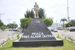 Prefeitura realiza revitalização da Praça Almir Dutra