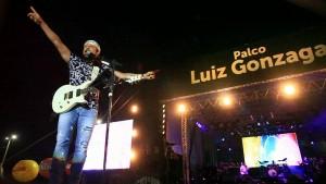Read more about the article São João de Maracanaú bate recorde de público e show do Bell Marques traz 125 mil pessoas