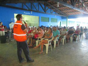 Defesa Civil de Maracanaú leva palestra educativa para moradores do Industrial