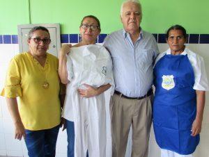 Read more about the article Secretaria de Educação realiza entrega de fardamentos para as manipuladoras de alimentos das escolas municipais
