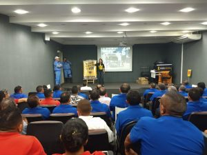 Movimento Maio Amarelo orienta população de Maracanaú