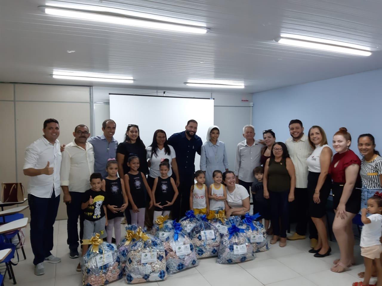 Centro de Confecção e Moda de Maracanaú realiza doação de peças de roupas infantis