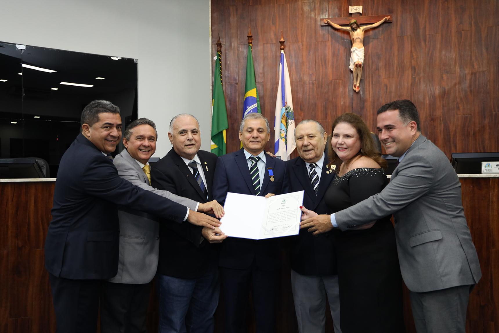 Prefeito Firmo Camurça recebe Medalha Boticário Ferreira