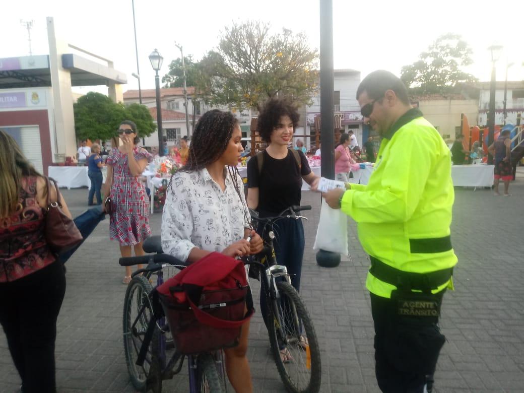 Demutran e Guarda Municipal realizam trabalho de conscientização para ciclistas