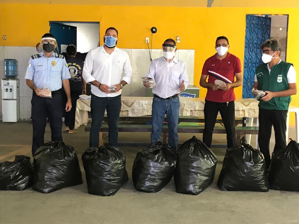 """Prefeitura realiza entrega de 20 mil máscaras do Projeto """"Costurando Proteção – Maracanaú com Máscara"""""""