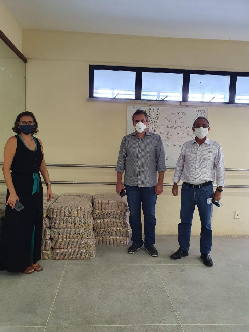 Prefeitura recebe 500 quilos de feijão doados pela Kalbir Atacarejo durante a Live Solidária do São João de Maracanaú