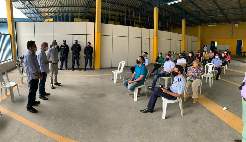 Read more about the article Prefeitura realiza entrega de fardamento para guarda municipal