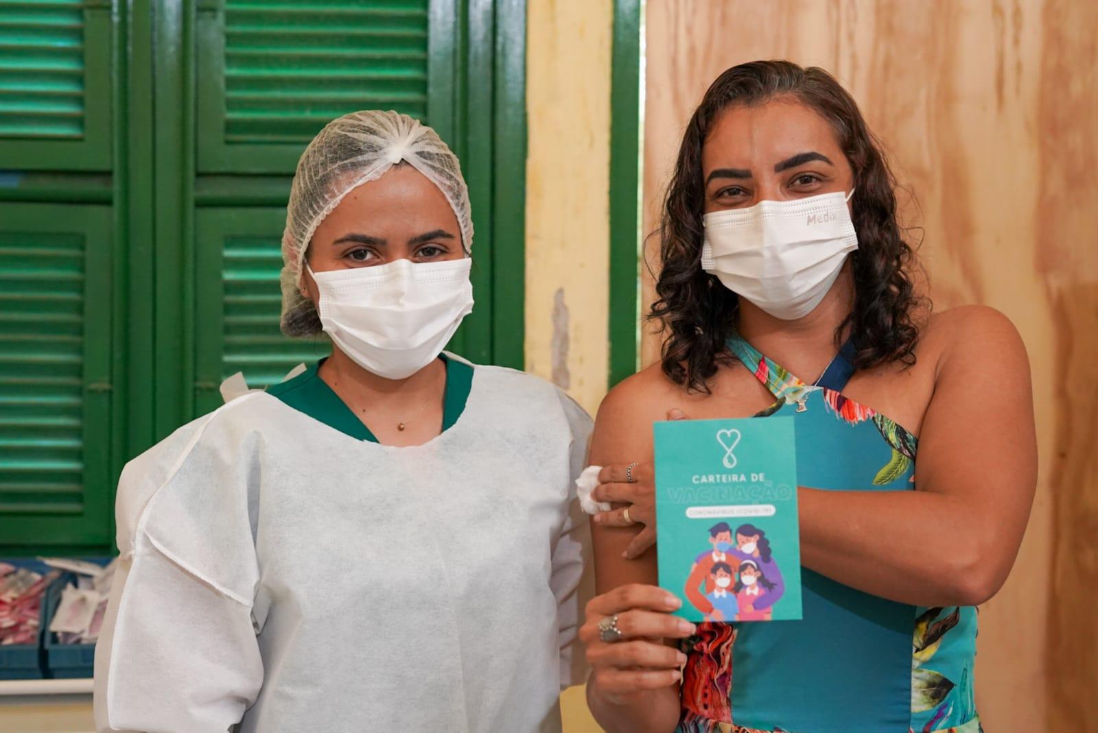 Read more about the article Trabalhadores da Saúde de Maracanaú começam a receber dose de reforço